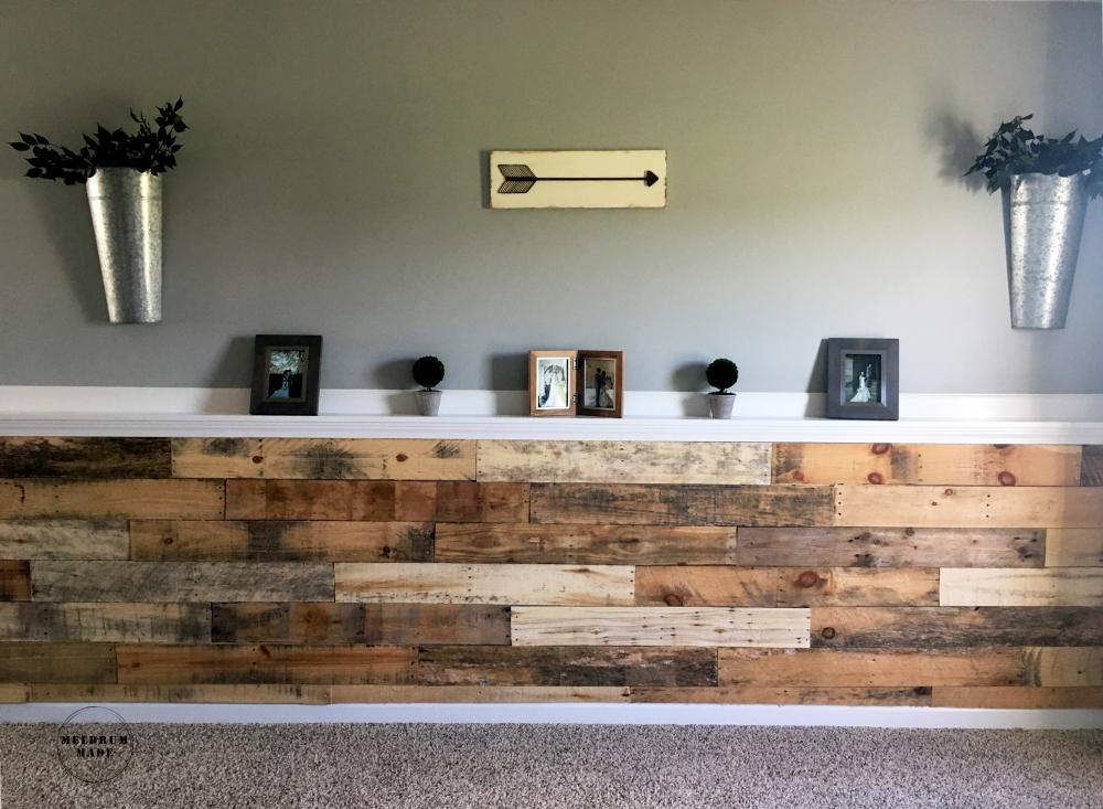 DIY Pallet Wall Tutorial - project completed for under $40! Simple decor finished the modern farmhouse look.